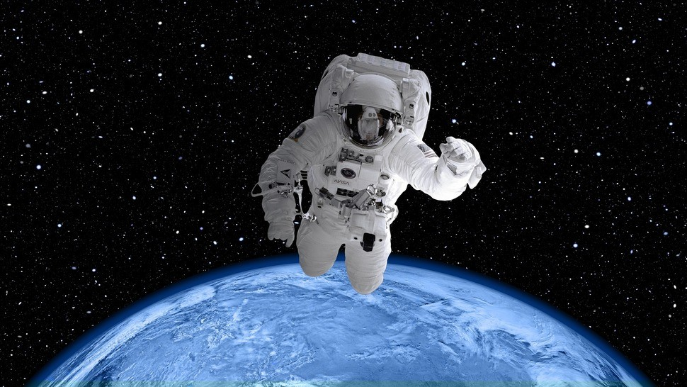 Version lg space suit 2539247 1920
